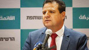 أيمن عودة، رئيس 'القائمة المشتركة'، يتحدث خلال مؤتمر صحفي في الناصرة، 27 يوليو، 2019. (Flash90)