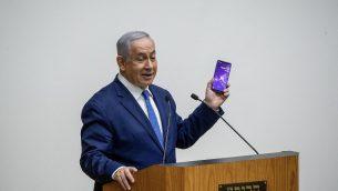 رئيس الوزراء بنيامين نتنياهو يتحدث خلال مباحثات في الكنيست حول ما يسمى بمشروع قانون الكاميرات، 11 سبتمبر 2019 (Yonatan Sindel/Flash90)