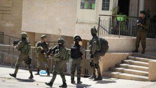 صورة توضيحية: قوات الامن خلال مداهمة في الضفة الغربية، 25 سبتمبر 2019 (Flash90)