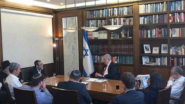 رئيس الوزراء بنيامين نتنياهو يلتقي بقادة الأحزاب اليمينية والحريدية في مكتبه بالقدس، 18 سبتمبر، 2019. (Courtesy Likud)