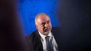 رئيس حزب 'يسرائيل بيتينو' افيغادور ليبرمان خلال مؤتمر في القدس، 4 سبتمبر 2019 (Hadas Parush/Flash90)