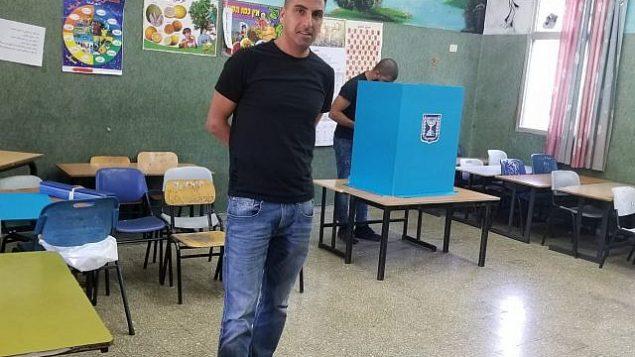 ناخبون عرب في مركز اقتراع في سخنين، 17 سبتمبر، 2019.(Adam Rasgon/Times of Israel)