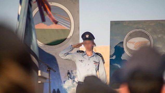 """الفتنانت كولونيل """"غيمل"""" تتولى قيادة """"سرب نحشون"""" التابع لسلاح الجو الإسرائيلي في 24 سبتمبر، 2019، لتكون أول سيدة تخدم كقائدة لسرب طائرات. (Israel Defense Forces)"""