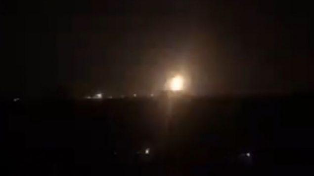 صورة شاشة من فيديو يظهر انفجارات في غزة خلال غارات جوية اسرائيلية، 7 سبتمبر 2019 (screen capture: Twitter)