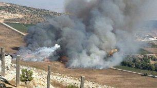 الدخان يتصاعد بالقرب من موشاف أفيفيم في أعقاب هجوم صواريخ مضادة للدبابات من لبنان في 1 سبتمبر، 2019. (Courtesy)