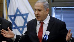 رئيس الوزراء بنيامين نتنياهو يتحدث خلال اجتماع لحزب الليكود في الكنيست، 3 أكتوبر، 2019.  (Menahem Kahana/AFP)