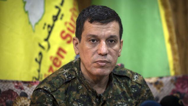 مظلوم عبدي (كوباني)، قائد قوات سوريا الديمقراطية، خلال مؤتمر صحفي بالقرب من محافظة الحسكة بشمال شرق سوريا، 24 أكتوبر، 2019.  (AFP)