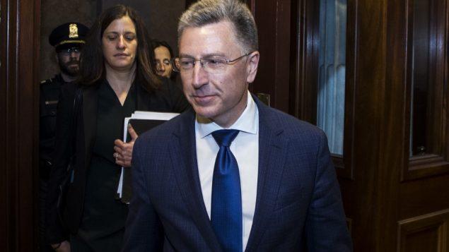 المبعوث الأميركي الخاص السابق إلى أوكرانيا كورت فولكر بعد الادلاء بشهادة خلف ابواب مغلقة بقيادة لجنة المخابرات في مجلس النواب في واشنطن، 3 اكتوبر 2019 (Zach Gibson/Getty Images/AFP)