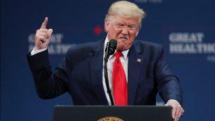 الرئيس الأمريكي دونالد ترامب يلقي كلمة خلال حدث في 'مركز شارون ل. موس للفنون الاستعراضية'  في ذا فيليجز، فلوريدا، 3 أكتوبر، 2019.  ( Joe Raedle/Getty Images/AFP)