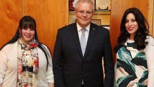(من اليسار إلى اليمين)، داسي إرليخ ورئيس الوزراء الأسترالي سكوت موريسون ونيكول ماير في كانبيرا، 23 أكتوبر، 2019. (Courtesy)