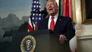 الرئيس الأمريكي دونالد ترامب يدلي ببيان في الغرفة الدبلوماسية بالبيت الأبيض في واشنطن، الأحد، 27 أكتوبر، 2019. (AP Photo/Andrew Harnik)