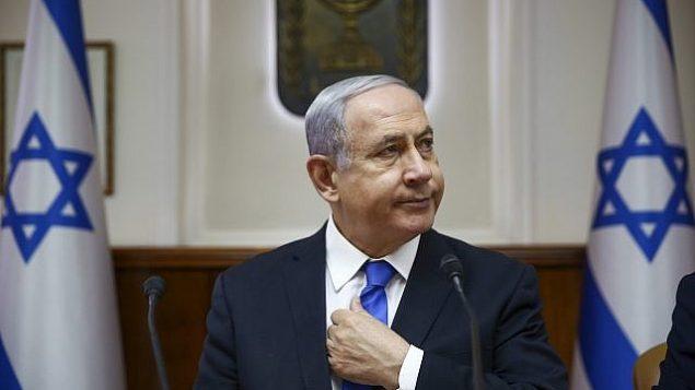 رئيس الوزراء بنيامين نتنياهو يترأس الجلسة الأسبوعية للحكومة في مكتبه بالقدس، 30 يونيو، 2019.  (Oded Balilty/AP)