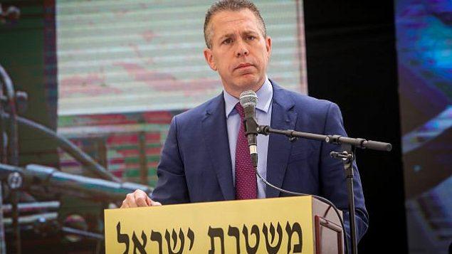 وزير الأمن العام غلعاد إردان يلقي كلمة خلال مراسم في مقر شرطة إسرائيل بالقدس بمناسبة 'يوم الإستقلال'، 5 مايو، 2019.  (Flash90)