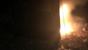 إشعال النار في خيمة تابعة لشرطة حرس الحدود في بؤة كومي أوري الاستيطانية المتاخمة لمستوطنة يتسهار، 24 أكتوبر، 2019.  (Courtesy)