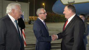 وزير الخارجية الأمريكي مايك بومبيو ، يهبط في مطار بن غوريون، 18 اكتوبر 2019 (Ziv Sokolov/US Embassy Jerusalem)