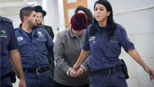 مديرة المدرسة الأسترالية السابقة، مالكا لايفر، المطلوبة في بلدها في جرائم اعتداء جنسي على الأطفال في محكمة الصلح في القدس، 14 فبراير، 2018. (Yonatan Sindel/ Flash90)