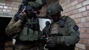 صورة توضيحية: قوات الامن خلال مداهمة في الضفة الغربية (Israel Defense Forces)