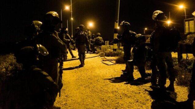 القوات الإسرائيلي خارج مخيم العروب، شمال مدينة الخليل بالضفة الغربية، 28 أكتوبر، 2019. (Israel Defense Forces)