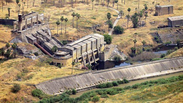 أنقاض محطة الطاقة الكهرومائية بناها المهندس بنحاس روتينبرغ في نهرايم (Avram Graicer/public domain)