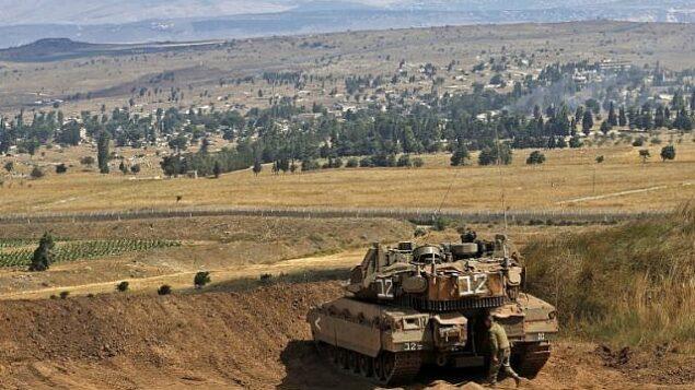 صورة تم إلتقاطها في 20 يوليو، 2018 في هضبة الجولان تظهر فيها دبابة 'ميركافا' على الحدود بين إسرائيل وسوريا.  (AFP Photo/Jalaa Marey)