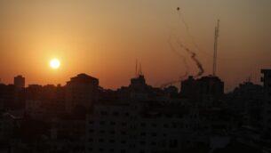 صواريخ فلسطينية تطلق من غزة، 12 نوفمبر 2019. (MAHMUD HAMS / AFP)