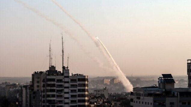 إطلاق صواريخ فلسطينية من مدينة غزة، 12 نوفمبر 2019. (BASHAR TALEB/ AFP)