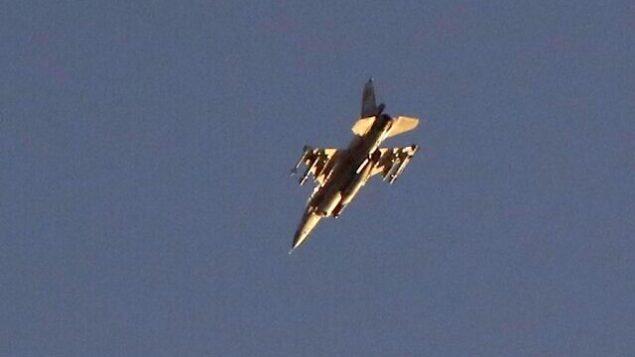 طائرة 'اف-16' إسرائيلية في سماء مدينة أشدود بجنوب إسرائيل، بالقرب من قطاع غزة، 12 نوفمبر، 2019. (JACK GUEZ/AFP)