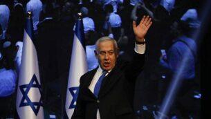 رئيس الوزراء بنيامين نتنياهو يخاطب مناصريه في مقر الحزب بعد الإنتخابات في تل أبيب، 18 سبتمبر، 2019. (Ariel Schalit/AP)