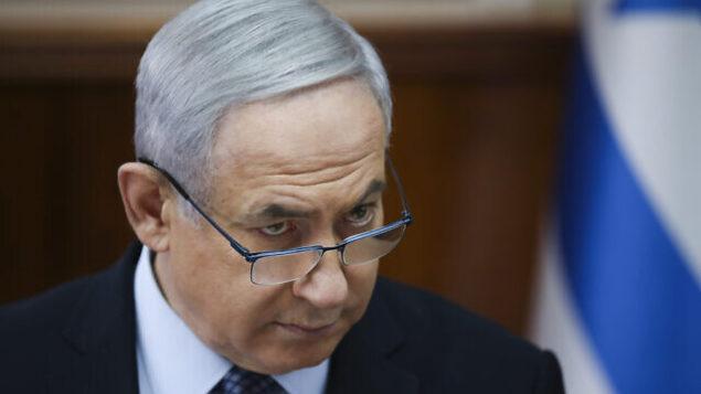 رئيس الوزراء بنيامين نتنياهو يترأس الجلسة الأسبوعية للحكومة في مكتب رئيس الوزراء بالقدس، 3 نوفمبر، 2019. (AP Photo/Oded Balilty, pool)