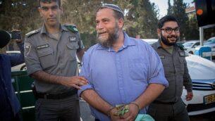 رئيس منظمة 'لهافاه'، بنتيس غوبشتين، يصل للمصول أمام محكمة لصلح في القدس، 22 أكتوبر، 2017. (Yonatan Sindel/Flash90)