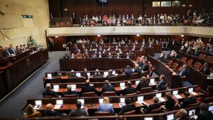 أعضاء الكنيست في مراسم أداء اليمين القانونية للكنيست ال22 في 3 أكتوبر، 2019.  (Hadas Parush/Flash90)