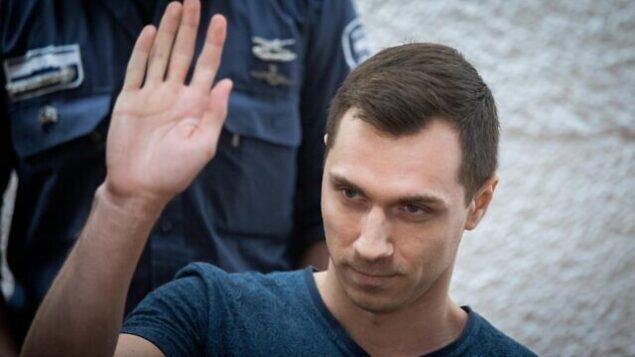 أليكسي بوركوف، هاكر روسي من المقرر تسليمه للولايات المتحدة، يصل الى جلسة في محكمة العدل العليا بالقدس في 3 نوفمبر، 2019. (Yonatan Sindel/Flash90)