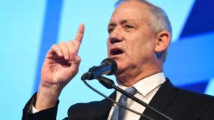 رئيس حزب 'أزرق أبيض'، بيني غانتس، يلقي كلمة خلال مؤتمر 'الترابط الاجتماعي في إسرائيل' الذي تنظمه رابطةمكافحة التشهير في 'ايربورت سيتي' بضواحي تل أبيب، 5 نوفمبر، 2019. (Avshalom Shoshoni/Flash90)