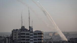 صواريخ تم إطلاقها من غزة باتجاه إسرائيل، في أعقاب اغتيال القيادي الميداني في 'الجهاد الإسلامي'، بهاء أبو العطا، في غارة إسرائيلية، 12 نوفمبر، 2019. (Hassan Jedi/Flash90)