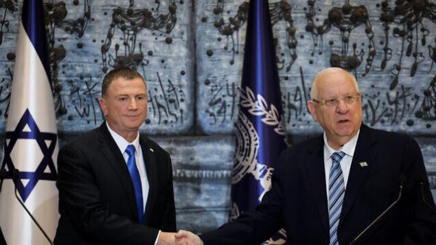 رئيس الدولة رؤوفين ريفلين (يمين) ورئيس الكنيست يولي إدلشتين في مقر رؤساء إسرائيل بالقدس، 21 نوفمبر، 2019.  (Hadas Parush/Flash90)