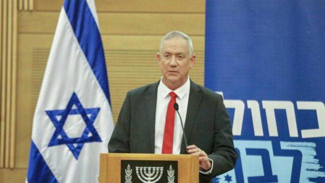 قائد حزب 'ازرق ابيض' بيني غانتس يخاطب أعضاء حزبه خلال اجتماع في الكنيست، 11 نوفمبر 2019 (Elad Malka)