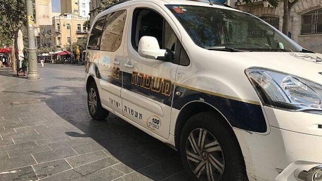 توضيحية: صورة لسيارة دورية تابعة للشرطة في القدس، 20 سبتمبر، 2017.  (Times of Israel/Stuart Winer)