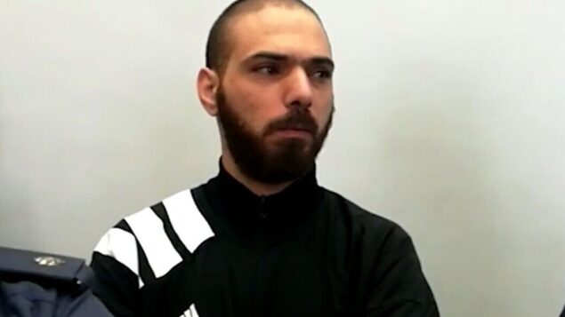 لقطة شاشة من شريط فيديو يظهر رياض رشروش، الذي حكم عليه بالسجن لمدة 19 عامًا لقتله تهيلا ناجار، في محكمة الناصرة المركزية، 21 نوفمبر 2019. (Walla News)