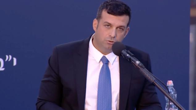 يوناتان بن آرتسي، حفيد يتسحاق رابين، يلقي كلمة خلال مراسم أقيمت في جبل هرتسل لإحياء ذكرى مرور 24 عاما على اغتيال رابين.  (Ynet screenshot)