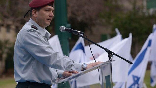 الميجر جنرال أهرون حاليفا خلال مراسم في شهر يونيو، 2014. (Israel Defense Forces)