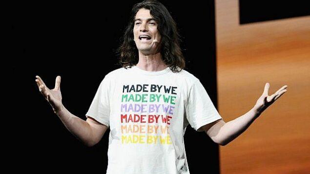 آدم نيومان يتحدث من على منصة في حدث لشركة WeWork  في 'مسرح مايكروسوفت' في لوس أنجلوس، 9 يناير، 2019.  (Michael Kovac/Getty Images for WeWork)