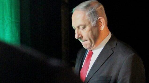 في هذه الصورة من تاريخ 14 فبراير، 2018، يظهر رئيس الوزراء بنيامين نتنياهو وهو يغادر مؤتمر 'وني وورلد' في تل أبيب. (Jack Guez/AFP)