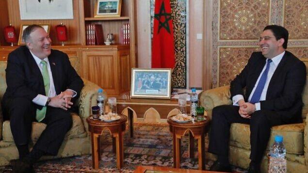وزير الخارجية الأمريكي، مايك بومبيو، يتلقي بنظيره المغربي، ناصر بوريطة (يمين)، خلال زيارته إلى الرباط في 5 ديسمبر، 2019.  (AFP)