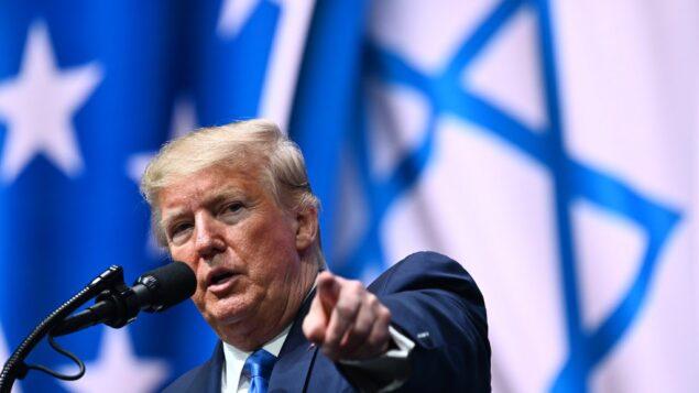 الرئيس الأمريكي دونالد ترامب يخاطب القمة الوطنية للمجلس الإسرائيلي الإسرائيلي لعام 2019 في منتجع ديبلومات بيتش في هوليوود، فلوريدا، 7 ديسمبر 2019. (MANDEL NGAN / AFP)