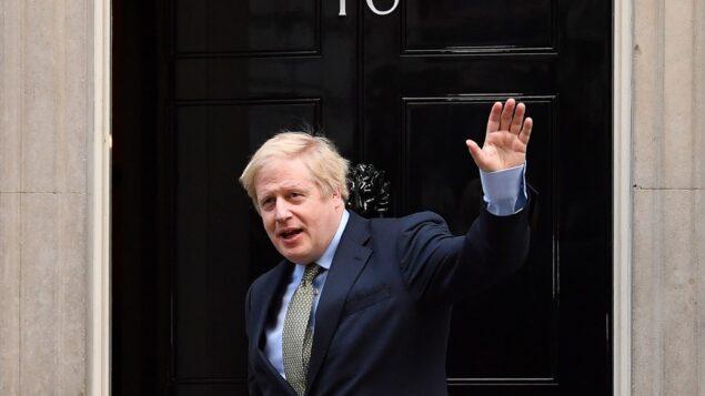 رئيس الوزراء البريطاني بوريس جونسون يصل 10 داونينغ ستريت في لندن، 13 ديسمبر 2019 (BEN STANSALL / AFP)