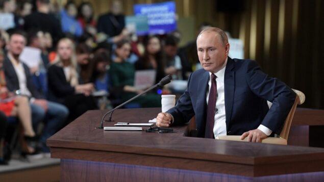 الرئيس الروسي فلاديمير بوتين خلال المؤتمر الصحفي السنوي الذي يعقده في موسكو، 19 ديسمبر، 2019. (Photo by Aleksey Nikolskyi / SPUTNIK / AFP)