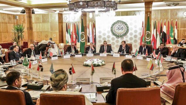 المندوبون الدائمون إلى جامعة الدول العربية يحضرون اجتماعًا في مقرها بالعاصمة المصرية القاهرة في 19 ديسمبر 2019، لمناقشة افتتاح مكتب البرازيل التجاري الجديد في القدس (Mohamed el-Shahed/AFP)