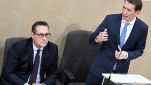 المستشار النمساوي سيبستيان كروتز (يمين) ونائب المستشار النمساوي هاينز كريستيان شتراخه، من حزب الحرية، في جلسة خاصة للجمعية الوطنية النمساوية  قاعة الجمعية البرلمانية المؤقتة في 'قلعة فيينا' في 20 ديسمبر، 2017.(AFP/ APA / ROLAND SCHLAGER) ر