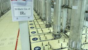 هذه الصورة التي نشرتها منظمة الطاقة الذرية الإيرانية في 5 نوفمبر، 2019، تظهر أجهزة الطرد المركزي في منشأة تخصيب اليورانيوم في نطنز بوسط إيران.  (Atomic Energy Organization of Iran via AP)