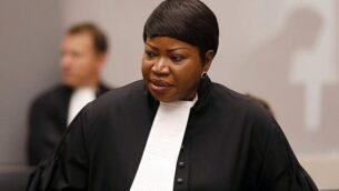 المدعية العامة فاتو بنسودا في قاعة المحكمة الجنائيو الدولية خلال البيانات الختامية لمحاكمة بوسكو نتاغاندو، زعيم ميليشيا في الكونغو، في لاهاي، هولندا، 28 أغسطس، 2018. (Bas Czerwinski/Pool via AP)